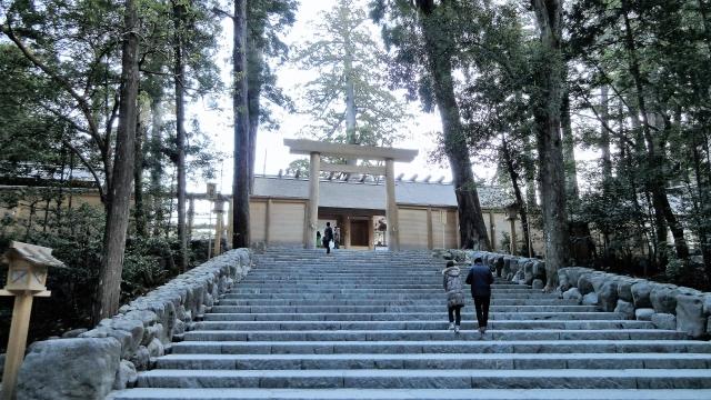 伊勢神宮内宮前階段