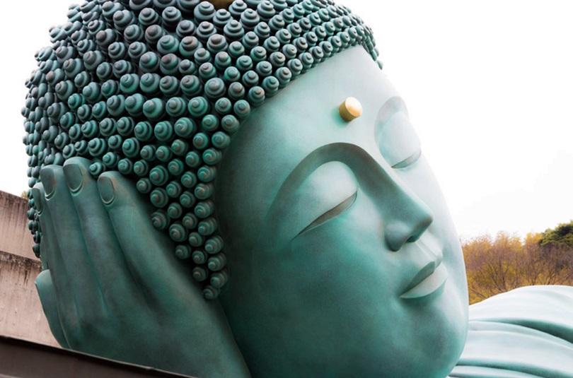 南蔵院の釈迦涅槃像頭側
