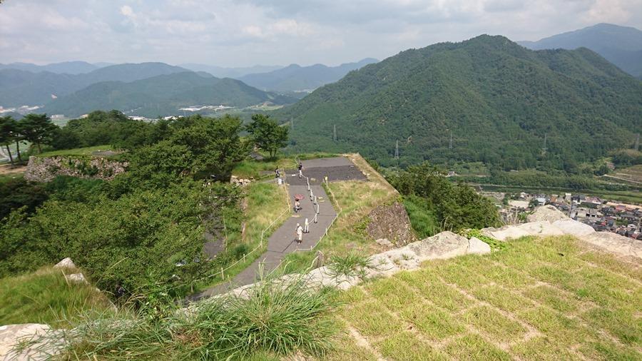 竹田城跡・本丸から左を見る