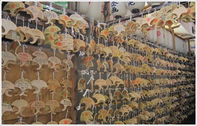 御金神社・多くのいちょうの絵馬