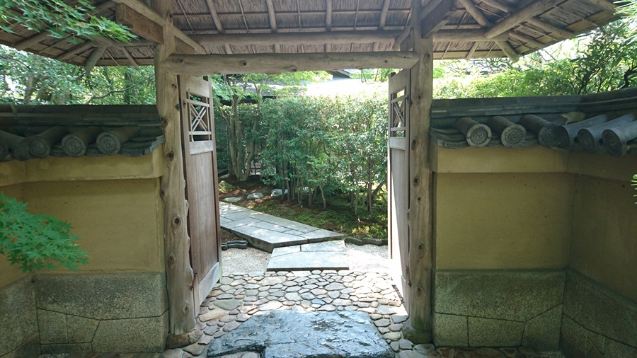足立美術館・茶室寿立庵の入口