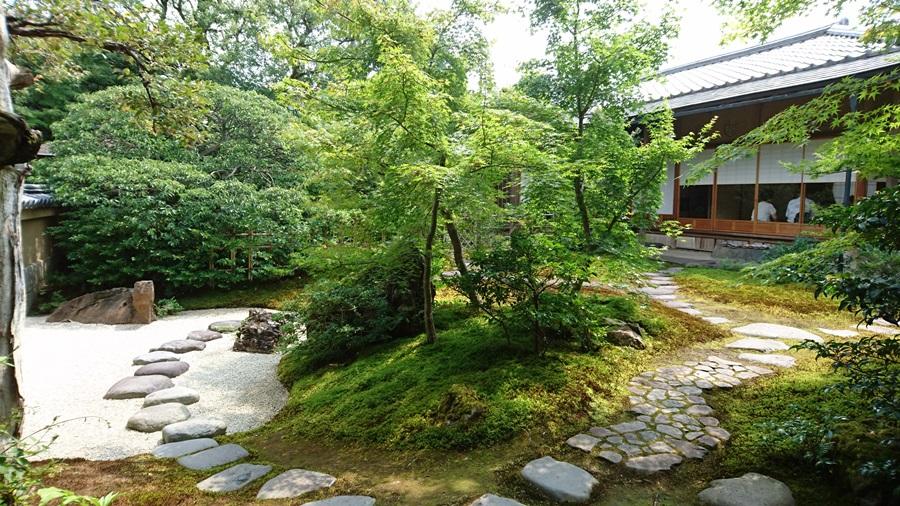 足立美術館・茶室寿立庵内の中庭2